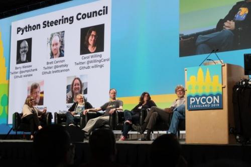 グイド・ヴァン・ロッサム氏が登壇したPyCon 2019のキーノートディスカッション