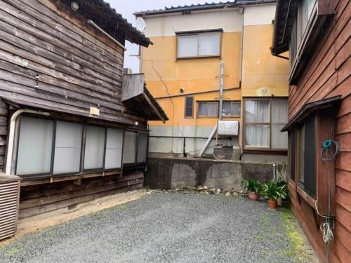 新潟県村上市府屋地区の様子。「全壊」や「半壊」は確認できなかった。2019年6月19日に撮影(写真:横山芳春)