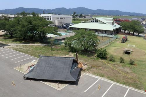 倒壊した相撲場を校舎側から撮影した(写真:日経アーキテクチュア)