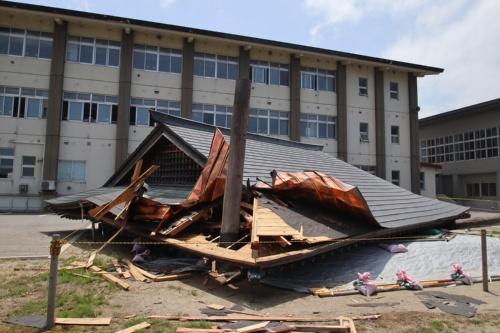 倒壊した鶴岡市立大泉小学校の相撲場(写真:日経アーキテクチュア)
