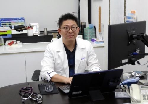 医師のCharlie Chou氏