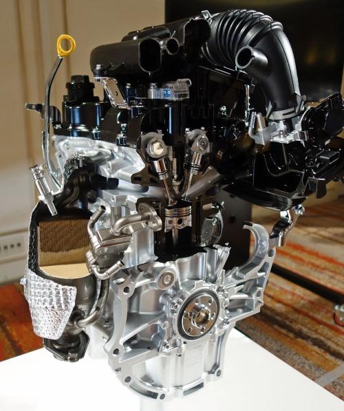 ダイハツが開発した新型ガソリンエンジン「KF-VE7」。(撮影:日経 xTECH)