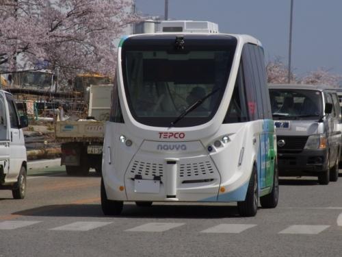 福島第一原子力発電所構内を走る自動運転バス「はまかぜe」。仏ナビヤ(Navya)製の「ARMA(アルマ)」を採用
