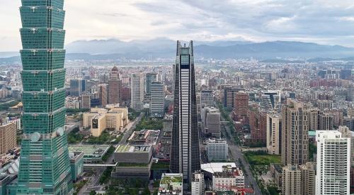 完成した高層棟(中央)。左が台北101(写真:三菱地所設計)