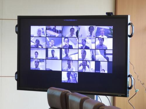 役員会議室ではなくZoomの画面上に集まったJALの役員たち