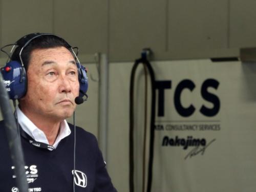 決勝レーススタート直前に緊張した表情を見せる中嶋悟監督