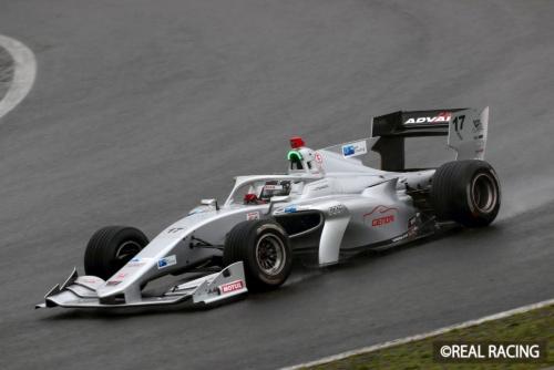 2019年スーパーフォーミュラ第4戦で富士スピードウェイを走行するリアルレーシング17号車。ドライバーは塚越広大選手