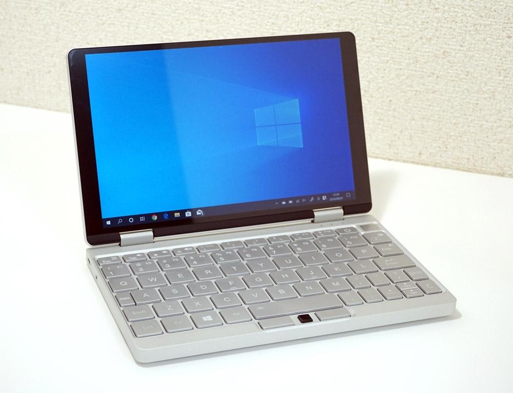 中国ONE-NETBOOK TechnologyのミニノートPC「OneMix3」 (撮影:竹内 亮介、以下同じ)