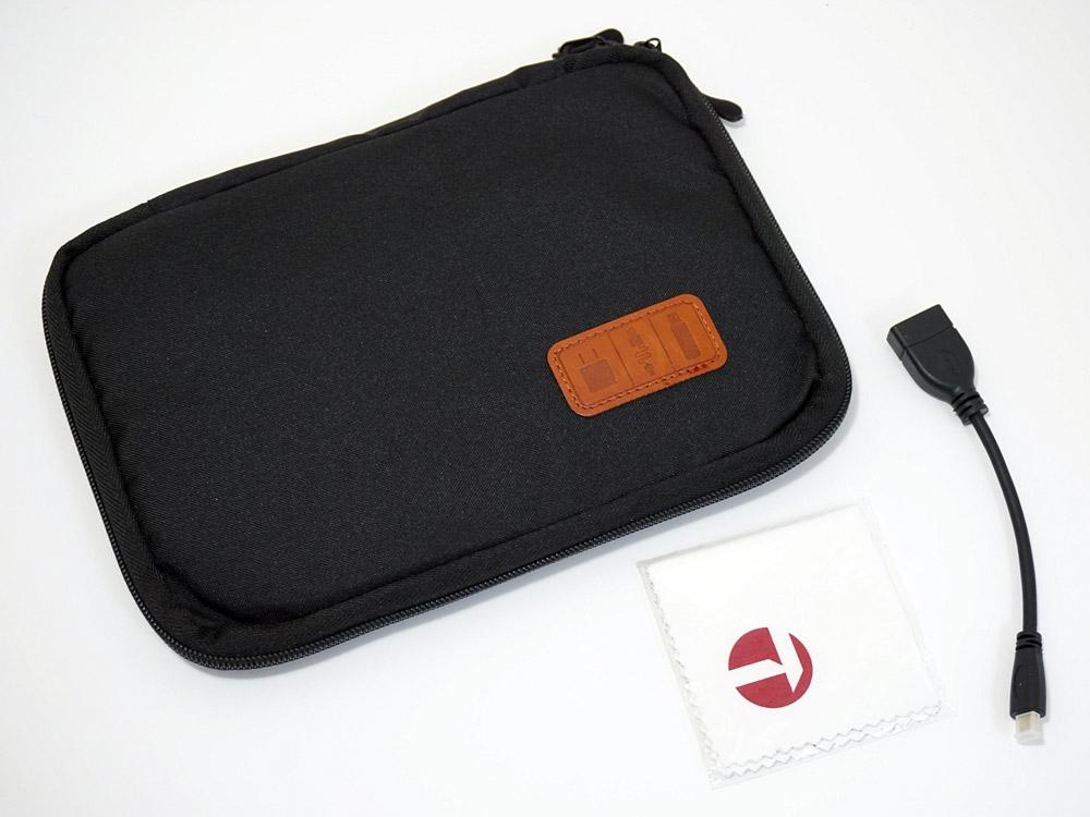 OneMix3には携帯用のバッグなどが先行販売モデルのおまけとして付いてきた
