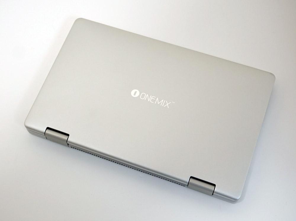 OneMix3の天板はシンプルなデザイン