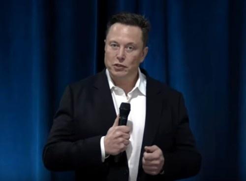 BMI開発の進捗について説明するElon Musk氏(NeuralinkがYouTubeで公開している動画をキャプチャーしたもの)