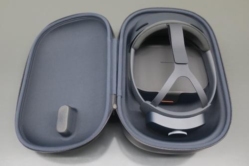 竹中工務店に届いたHoloLens 2と専用容器(写真:日経アーキテクチュア)