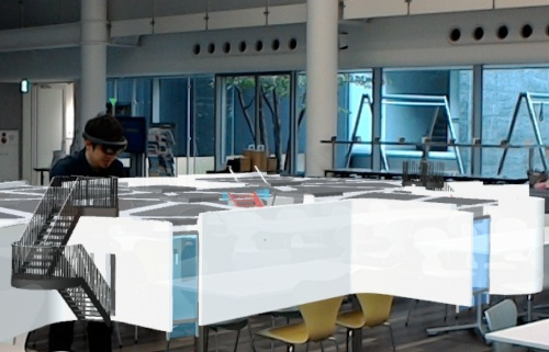 HoloLens越しに別の角度から10分の1スケールの建物を見た様子(写真:竹中工務店)