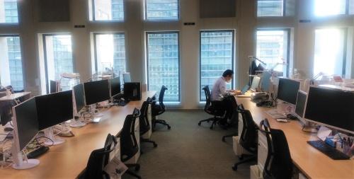 テレワークの実施で出勤者が減っている清水建設のオフィス(写真:清水建設)