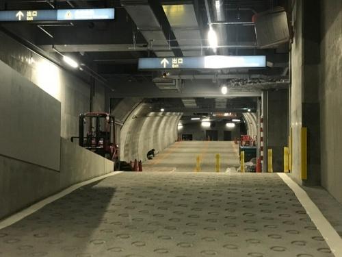 渋谷スクランブルスクエアと渋谷ストリームを結ぶ地下トンネル。一般車両は通れない。長さは数十メートルしかないが、工事は難しかった(資料:東急建設)