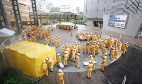 六本木ヒルズで2019年9月に実施した総合震災訓練の様子。大勢の人が集まるので、コロナ禍では実施が難しい(写真:森ビル)