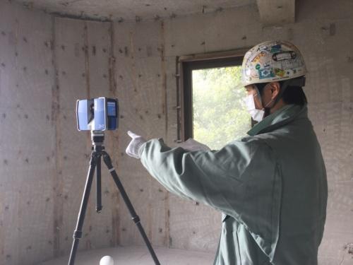 3Dレーザースキャナー「FARO Focus3D X330」で、既存棟の躯体の点群データを収集した(写真:竹中工務店)