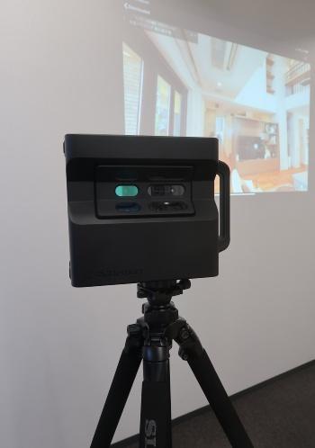 マーターポートにはカメラが6つ、赤外線センサーが3つ付いている(写真:日経クロステック)