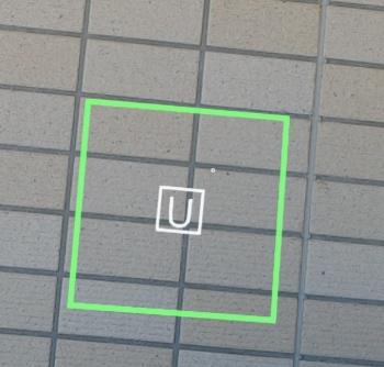 タイルの「浮き」の印を、ARでタイルの上に重ねるように記録・表示したところ(資料:長谷工コーポレーション)