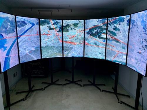 19年10月20日まで都内で開催されたイベント「TOKYO 2021 慰霊のエンジニアリング」で展示された「忘れない~震災犠牲者の行動記録」。岩手日報社の聞き取り調査のデータが基になっている(写真:渡邉 英徳)