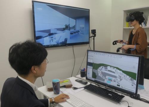2人の設計者がBIMとVRで協働することもできる(写真:日経アーキテクチュア)