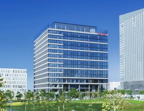 横浜みなとみらい21地区に2019年4月に完成した、資生堂の新しい研究開発拠点「資生堂グローバルイノベーションセンター(通称S/PARK)」(写真:資生堂)