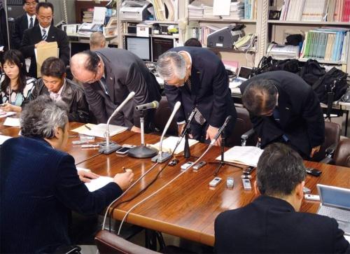 2011年3月の大規模システム障害について謝罪する当時のみずほ銀行首脳陣