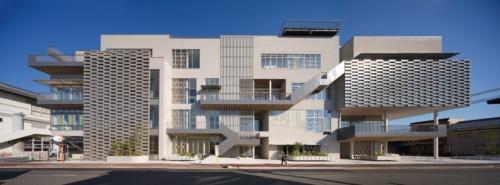 高知県土佐市で2020年2月22日に開業予定の複合文化施設「つなーで」の外観。マルアーキテクチャなどが設計を手掛けた(写真:中村 絵)
