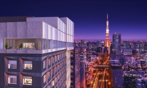 東京・六本木に1月24日に開業する「三井ガーデンホテル六本木プレミア」の完成イメージ。図の左に立つ建物が同ホテルで、最上階には、東京タワーの眺めを楽しめるテラス付きレストラン・バーを置く。東京タワーなども至近距離にある(資料:三井不動産)