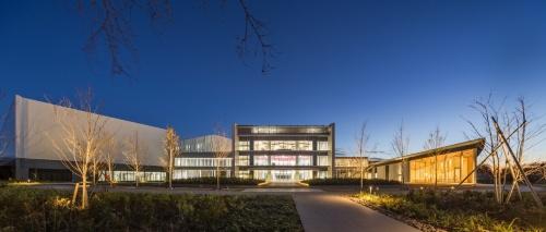 前田建設工業のICI総合センター。ICIは「Incubation」、「Cultivation」、「Innovation」の頭文字(写真:前田建設工業)