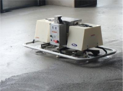コンクリート床仕上げロボット(写真:大成建設)