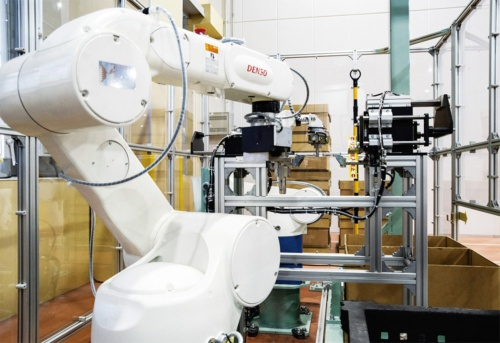 図1 アイシン・エイ・ダブリュで稼働しているピッキングシステム