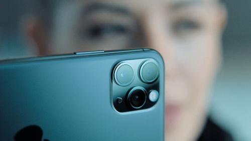 カメラの進化が魅力的なiPhone 11 Pro。3眼レンズをフル活用したアプリ「FilMic Pro」の驚異的な機能は、A13 Bionicチップの処理能力の高さの証しだろうか