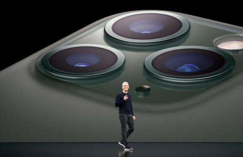 「iPhone 11 Pro」と「iPhone 11 Pro MAX」は背面に3眼カメラを搭載する