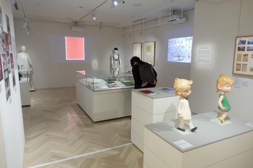 展示室内。大きな模型のようなものはないが、内容は濃い(写真:日経アーキテクチュア)
