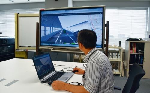 補修計画を立てる際には、高速道路を360度カメラで撮影して作成した「全周囲道路映像」上で現場の状況を確認できる(写真:日経コンストラクション)