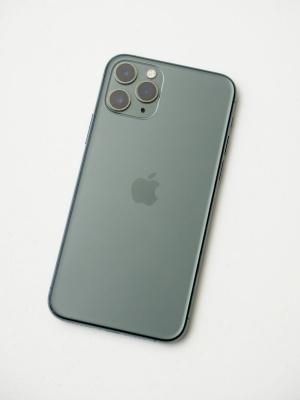 今回は「iPhone 11 Pro」を中心に分解していく
