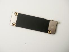 2階建て構造を採用したiPhone 11のメイン基板。ほぼ長方形である(写真:加藤 康)