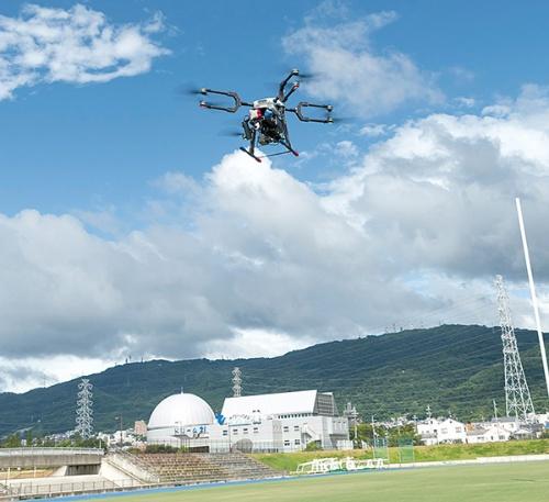 カメラ搭載ドローンがイベント会場周辺を巡回し5Gで高精細な映像を送信