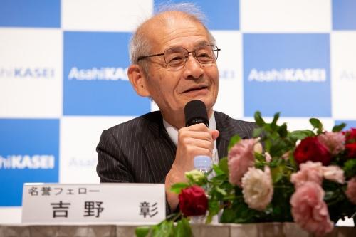 ノーベル賞受賞を受賞して会見する吉野彰氏