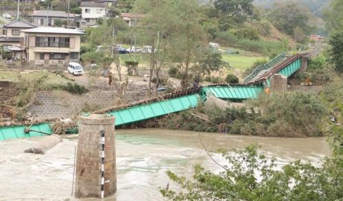 大子町にあるJR水郡線の第6久慈川橋梁が、増水した川に流された。橋は袋田駅の北側に位置する。2019年10月14日正午ごろ撮影(写真:日経 xTECH)