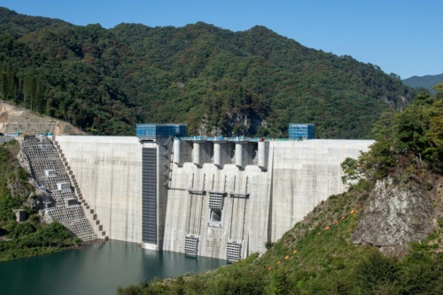 右岸展望台から10月10日に撮影。水位は標高約518m(写真:大村 拓也)