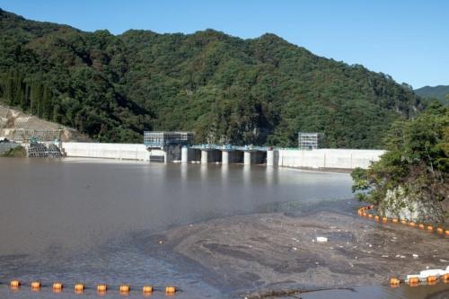 右岸展望台から10月13日に撮影。水位は標高約578m(写真:大村 拓也)