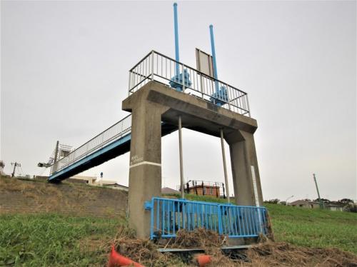 山王排水樋管を開閉する門扉。多摩川の水位が上昇すると予想され、かつ武蔵小杉駅周辺の陸側で降雨の予報がない場合に手動で閉門する(写真:日経 xTECH)