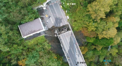 長野県の伊那市と木曽町を結ぶ主要幹線道路が損傷した(写真:長野県伊那建設事務所)