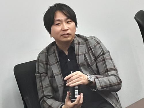 上田岳弘(うえだ・たかひろ)