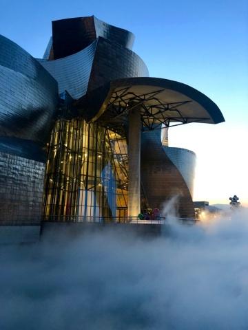 ビルバオ・グッゲンハイム美術館の常設展示「霧の彫刻」