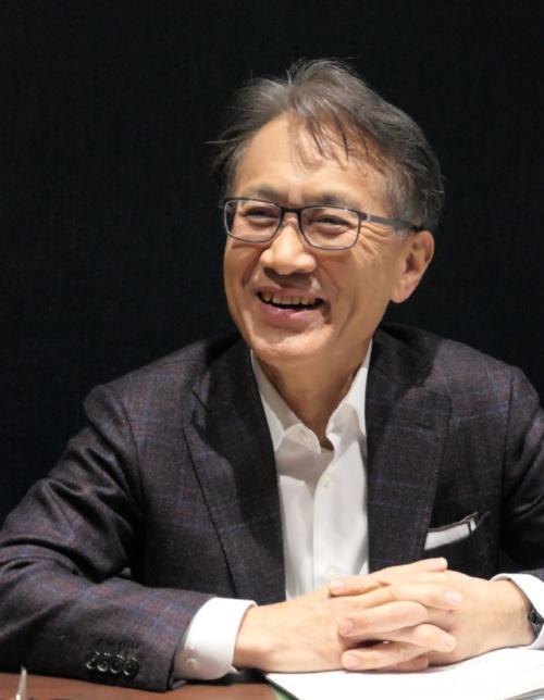 にこやかにインタビューに応じるソニーの吉田憲一郎社長