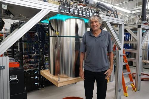 量子超越性を実証した「Sycamore」とグーグルの量子コンピューター開発を率いるチーフサイエンティストのジョン・マルティニス氏