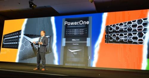 「Dell EMC PowerOne」を発表するデルテクノロジーズのジョン・ローズ プレジデント&CTO